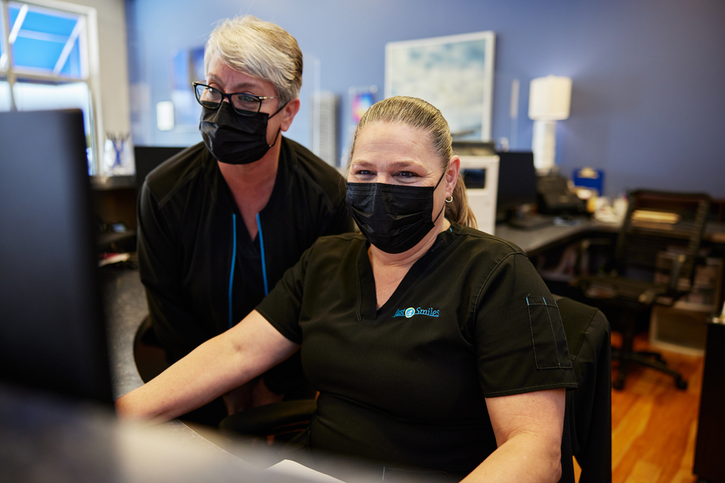 Dental bonding and teeth veneers can repair smile imperfections for patients throughout Columbus, OH.